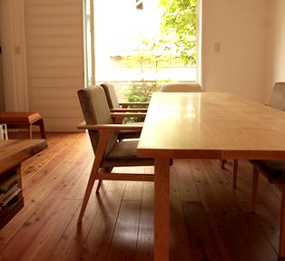 上質な無垢材ダイニングテーブル