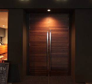 玄関建具・屋内ドアなど無垢材やフラッシュなどオーダーで製作