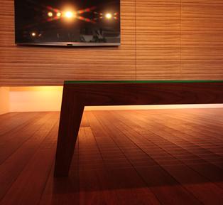 奥行き感のあるスリットテーブル
