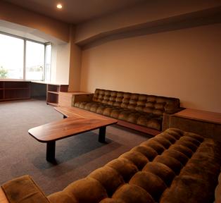 ウォールナットのオフィス家具