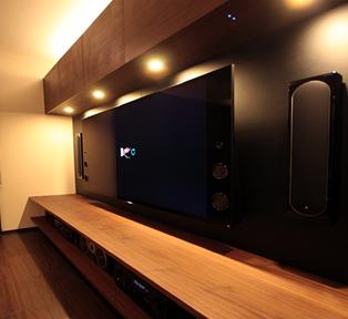 大阪K邸 黒革とウォールナットのテレビボード