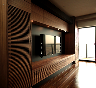 静岡県K邸ウォールナットの壁面収納とリビングシアター
