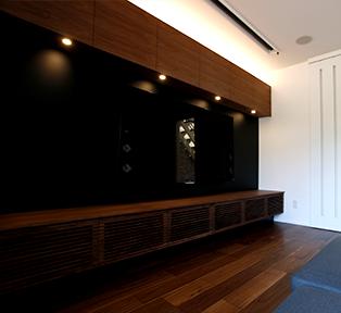 神戸市S邸ウォルナットと黒革のテレビボード