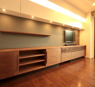 東京目黒区のオーダー壁面家具と食器棚