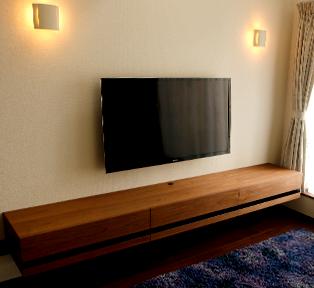 三田市F邸ウォールナットのフローティングテレビボード