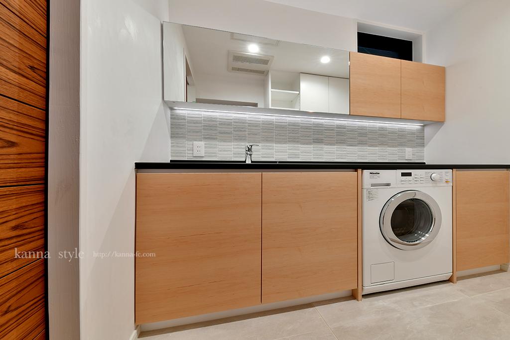 ミーレビルトイン洗濯機と洗面化粧台