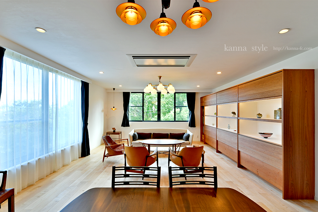 アンティーク家具と壁面収納