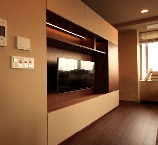 目黒区高層マンション アイボリーフェニックスとウォールナット壁面収納