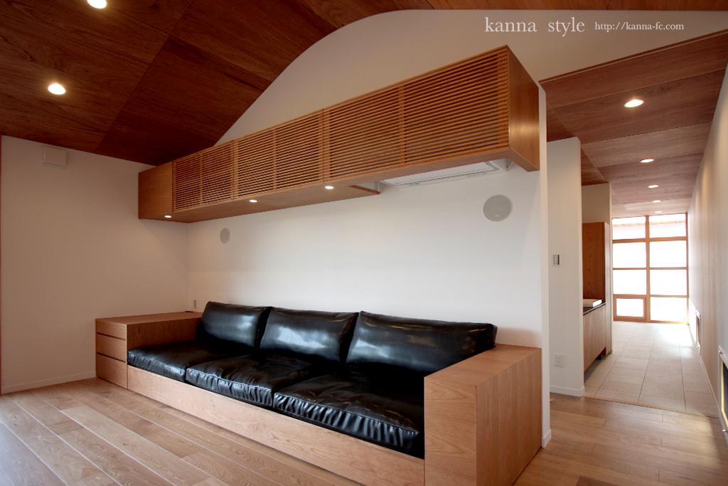 ビルトインソファーと天袋